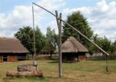 Ukraina. Oddamy stare drewniane budynki do rozbioru, wies  za darmo